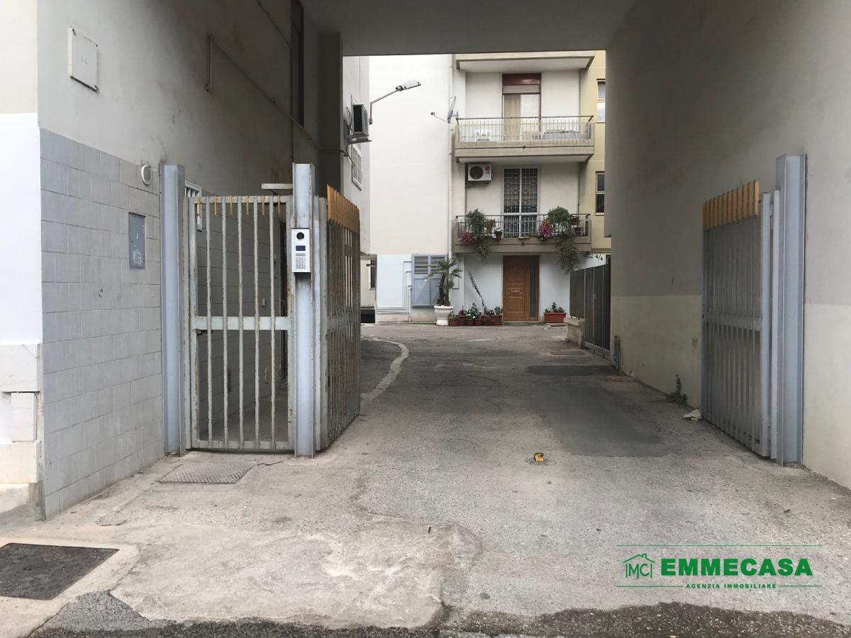 Box / Garage in vendita a Valenzano, 1 locali, prezzo € 27.000 | CambioCasa.it