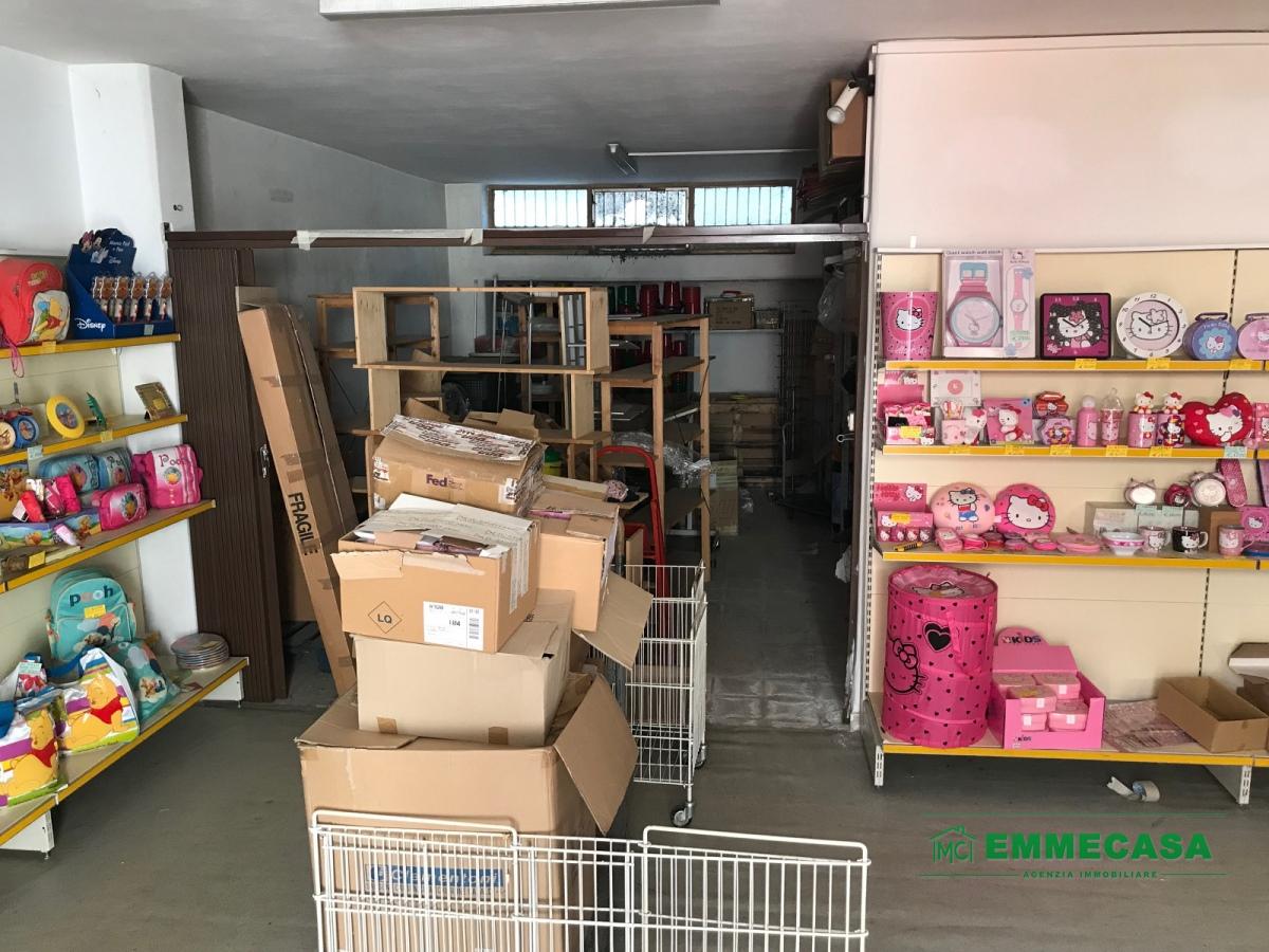 Magazzino in vendita a Valenzano, 1 locali, prezzo € 95.000   CambioCasa.it